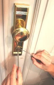 Lockpicking im Schlüsselnotdienst bei verschlossener Tür