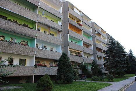 DDR Plattenbau mit alten Türen in Dresden Reick